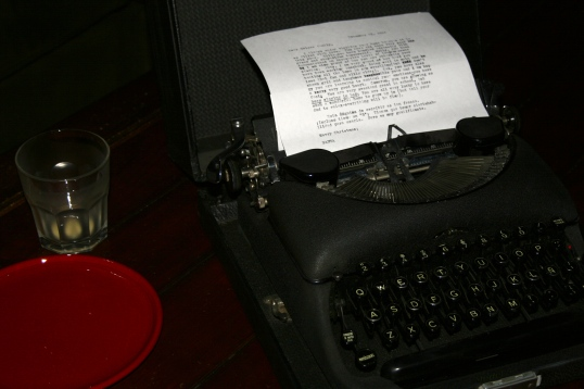 Kid A asked Santa for a vintage typewriter for Christmas.  The Big Guy delivered an awesome one with keys en Espanol