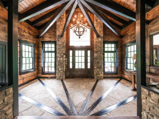 Wood.  On.  The.  Walls.  And notice how the inlayed starburst pattern mirrors the beams on the ceiling.  How does this NOT turn everyone on?